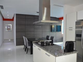 Amazing Minimalist Apartment with Sea View, Santo Domingo