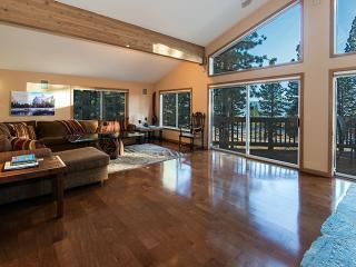 Spacious Mountain Chalet 4 BD w/ ensuite bathrooms, Incline Village