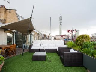 2-bed Soho Penthouse w/ roof garden, Londres