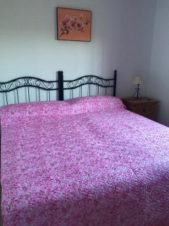 El mismo dormitorio posibilidad de cama de 180cm mediante nuevos colchones con cremallera