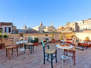 5 bedrooms, 5 bathrooms, awesome terrace - For groups in the TRUE heart of ROME!