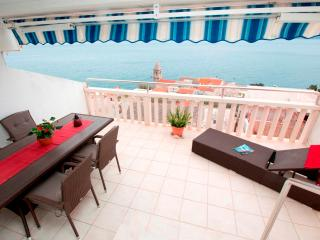 Luxury apartment for 5 persons with sea view