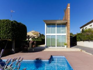 Spacious house with swimming pool, Vilanova i la Geltrú