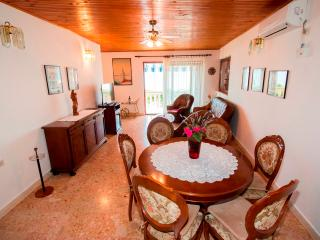 Lovely apartment for 5 persons with seaview, Pisak