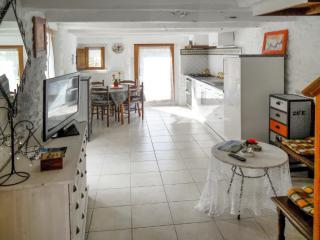 Studio apartment in stone house, Pluvigner