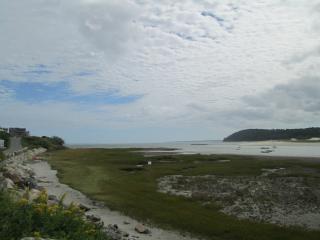 2BR Little Neck Cottage w Private & Public Beaches