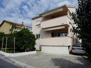 Cozy and bright 3 bedroom apartment in Trogir