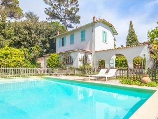 Villa with swimming pool with privacy, center, Cannes