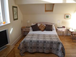 Swallows @ Masons Barn Dbl room, private bathroom, Haverfordwest