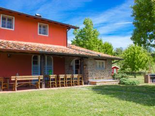 Villa Il Gobbo: Huge Garden, Pool, Hot Tub, sleeps11+Kids welcome.