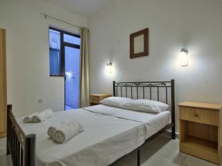 Sunny Central 2 Bedroom Apartment, Saint Julian's