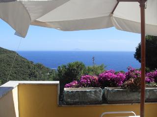 Attico con vista mare con piscina e parco, Campo nell'Elba