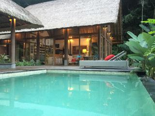 Luxurious villa, STAIRWAY TO HEAVEN, Ubud area!, Peliatan