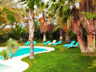 "Villa ""All Nature"" in Valencia-Sleeps 12+3-private"