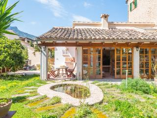 Authentic Mallorcan village house with pool, Sóller