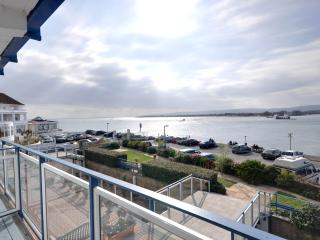 Panoramic sea view, three bedroom apartment in the renowned Golden Gates block, Bournemouth