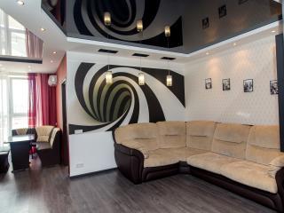 СУТКИ и ЧАСЫ Двухкомнатная квартира в центре, Krasnodar