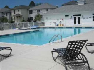 Downtown, Heated Pool, Beautiful Condo, Saugatuck