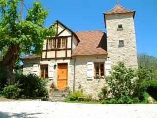 Stone Farmhouse with swimming pool,wifi,garden, Meyronne
