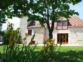 Stone Farmhouse with swimming pool,wifi,garden