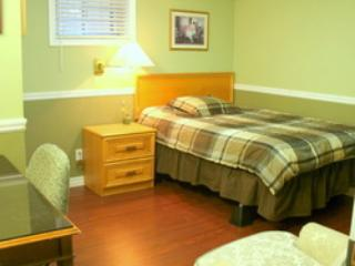 Furnished rooms 35 min to Downtown  Free Wi-Fi .....Students Only