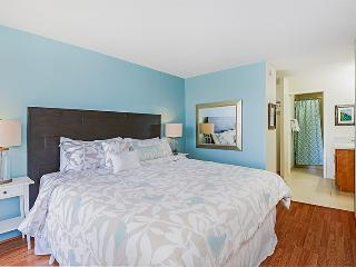 Modern, Upgraded High Floor 2 Bed +1.5 bath, Diamond Head, Free parking!