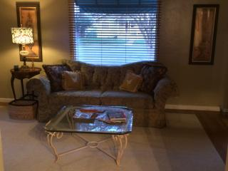 professional traveling cozy cottage, Tulare