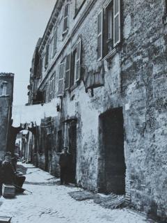 La strada di casa e la casa (foto d'epoca)