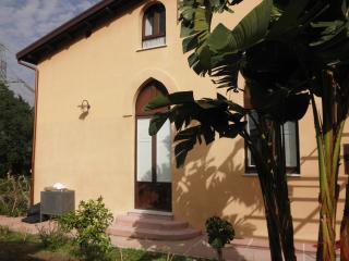 Monolocale Strelizia a Cefalu completo di giardino