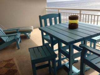Great End of Summer deals at updated beachfront luxury 3 Bedroom-2 Bath!