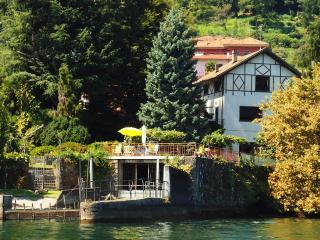 Villa Statal Lake Maggiore villa fo rent - Rent this house with **************, Meina