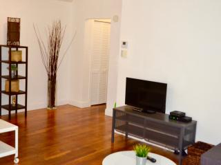 Top location 1 bed apartment in the heart of SOBE!, Miami Beach