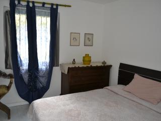 Ground floor flat with nice garden and parking, Sarzana