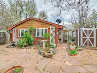 2BR Boulder Cottage w/Gorgeous Yard & Remodeled Kitchen - Near Pearl Street! Perfect for Visitors to CU!