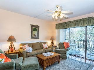 Village House 305, 2 Bedroom, Pet Friendly, Elevator, Pool, Sleeps 8, Hilton Head
