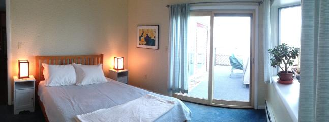 Queen size bed, walk-out to upper deck. Gorgeous lake view.