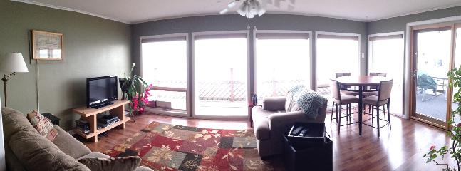 'Sunroom' includes gorgeous lake views, sitting area, & TV; pub table sits 4. Walk out to upper deck