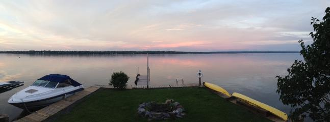 Land, fire pit, 2 kayaks available for use. Enjoy fishing, floating, boating, swimming....