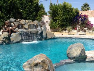 HUGE SALTWATER POOL/Spa! Private! Dble Lot!  Loft!, La Quinta