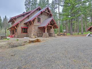 Enchanting 4BR Ashland Lodge Style Home w/Private Fishing Pond, Large Patio & Fantastic Views- Peaceful Location on Howard Prairie Lake! Easy Access to Outdoor Recreation, Dining & Oregon Shakespeare Festival!