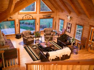 Luxury Log Home on Bison Ranch, Kingsville