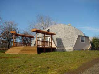 Dome house on 30 acre vineyard private elec. gate, Yamhill