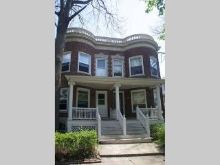 Classic Rowhouse with Patio and BBQ, Chicago