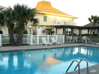 Perfect Location for Your Vacation! Now with Golf Cart Beach Access!, Port Aransas