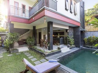 LEGIAN 3 BED, 4 BATH GREAT LOCATION VILLA RAKAS 2