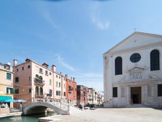 stunning romantic apartment on canal, Venecia