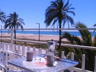 BeachFront Apt.5+view by Barcelona, Castelldefels