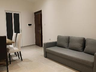 Modern Central Unit, A/C, Cable TV, Wifi, Sleeps 7, Sliema