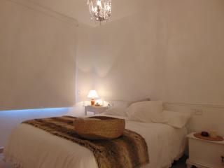 Apartment for couples. All new with wifi., Calella