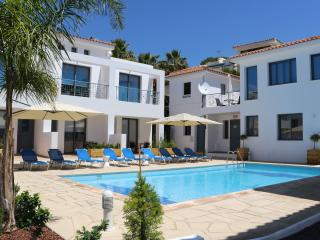 3 B/R Maisonettes Near The Beach!, Paphos